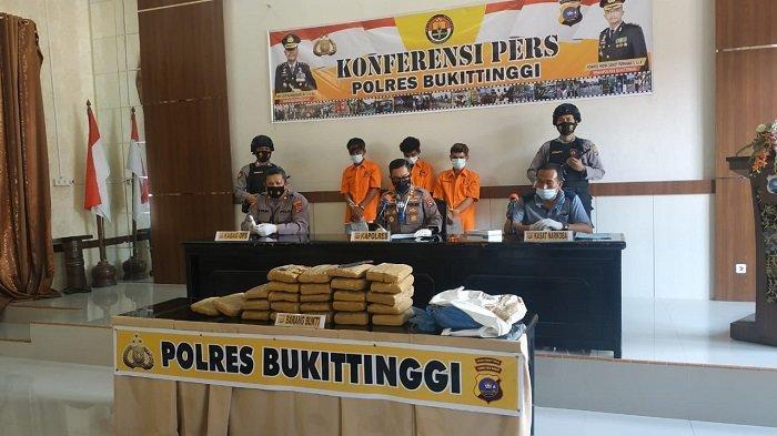 Terduga Pelaku Narkoba Disergap di Jalan Raya Medan - Bukittinggi, BB 25 Paket Besar Jenis Ganja