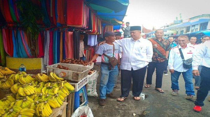 Nasrul Abit Sambangi Para Pedagang Kaki Lima di Pasar Raya Padang, Ini Sejumlah Keluhan PKL
