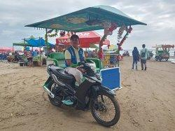 Ojek Pantai di Objek Wisata Pantai Air Manis Padang Tawarkan Tarif Rp 5 Ribu per Orang