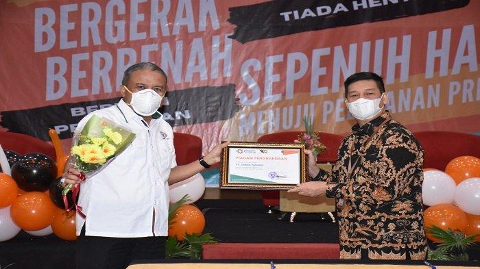 PT Semen Padang Raih Penghargaan, Pelanggan Terbaik dari Baristand Industri Padang