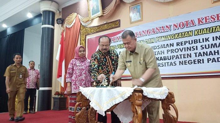 Ombudsman RI Teken MoU Optimalkan Pelayanan Publik Bersama Pemprov Sumbar,Pemkab Tanah Datar dan UNP
