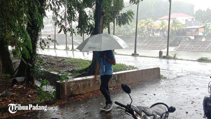 Kota Padang Kembali Diguyur Hujan Lebat, Waspada Banjir di 8 Lokasi Ini