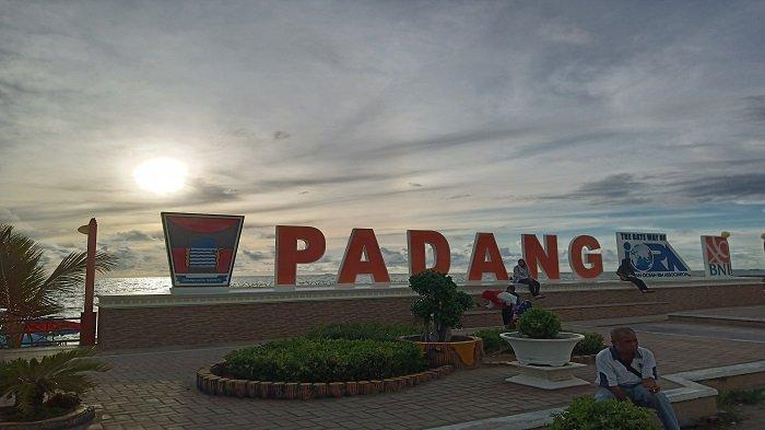 TRIBUNWIKI : Jadwal Berangkat Bus City Tour Padang, Keliling Kota Padang Gratis