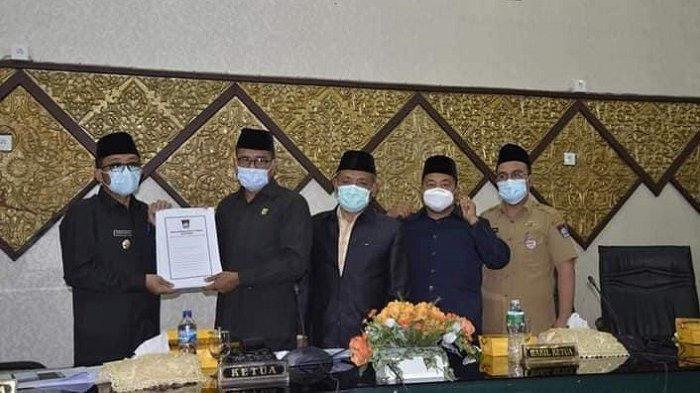 Paripuran penyampaian rekomendasi LKPJ Wali Kota Padang tahun 2020, Senin (12/4/2021) di Gedung DPRD Padang.