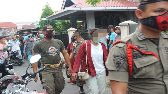 Dua Pasang Sejoli Digrebek Warga Berbuat Mesum Dikontrakan, Digelandang Satpol PP