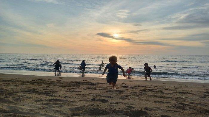 Pantai Gajah Kota Padang: Objek Wisata Favorit untuk Rekreasi dan Ajang Anak-anak Main Pasir