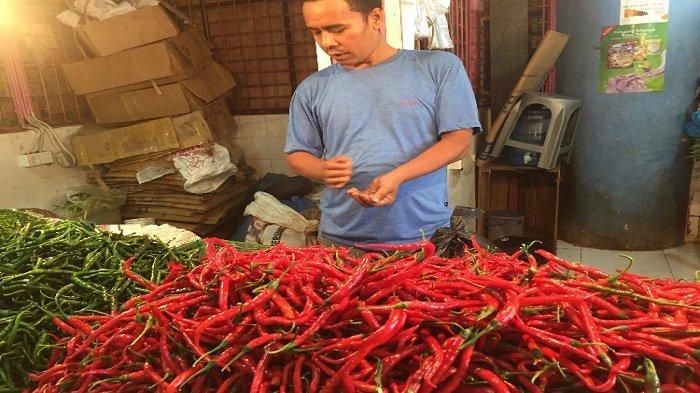 Harga Kebutuhan Pokok di Pasar Raya Padang Hari Ini, Bawang Merah Naik, Cabai Merah Turun