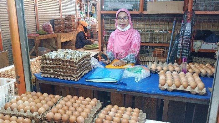 Harga Kebutuhan Pokok di Pasar Raya Padang Hari Ini, Telur Itik Naik, Rp 75 ribu per Lapiak