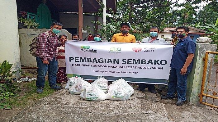 Rumah Zakat Sumbar Bantu Warga Miskin di Simpang Haru Kota Padang, Salurkan Paket Sembako