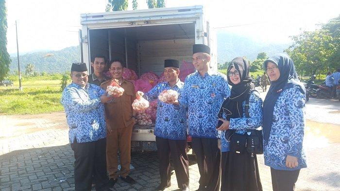 15 Ton Bawang Putih Dipasarkan di 11 Kecamatan Kota Padang, Prioritaskan untuk Masyarakat