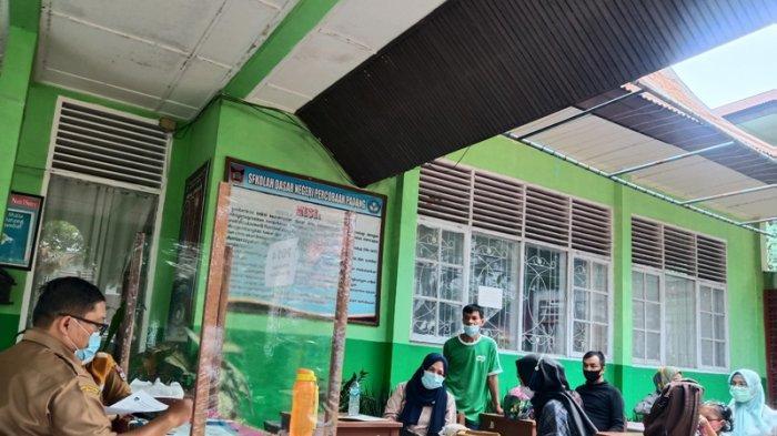 Hari Pertama PPDB SD 2021 di Padang, Orang Tua Sudah Banyak Daftar Langsung ke Sekolah