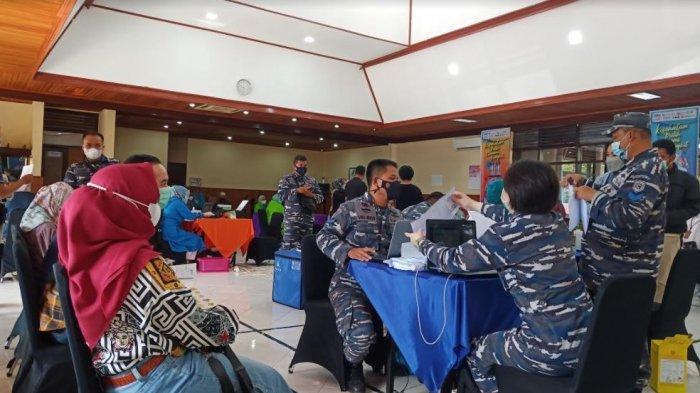 OJK Gelar Vaksinasi Bagi Pelaku Sektor Jasa Keuangan di Sumbar, Target 10.400 Orang