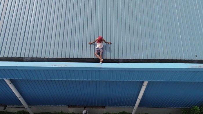 Polisi Buru 2 Rekan Pencuri Kabel yang Takut Turun dari Atap di Teluk Bayur Padang