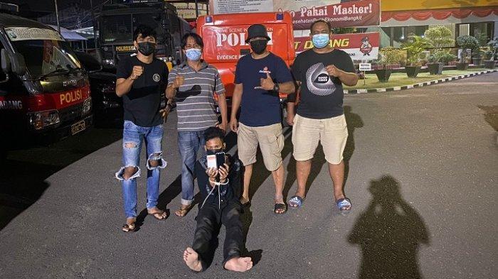 Ancam Korban Pakai Parang Panjang, HP Dirampas, Pemuda di Padang Ditangkap Polisi