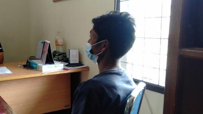 Pelaku pencabulan saat diamankan di Polres Pariaman, Kamis (2/9/2021).