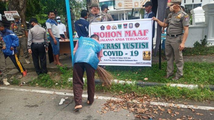 Hari Pertama Operasi Yustisi Covid-19, Kasapol PP Padang: Ada 132 Orang Disanksi Nyapu Jalan