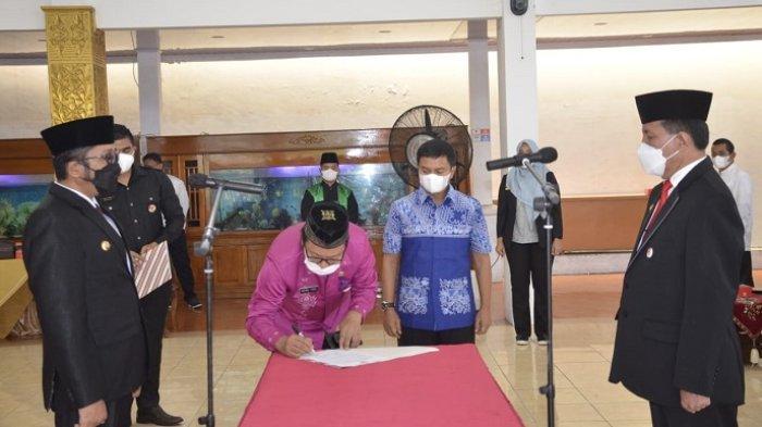 Arfian Dilantik jadi Sekda Padang, Wako Minta Selesaikan Pekerjaan yang Terbengkalai