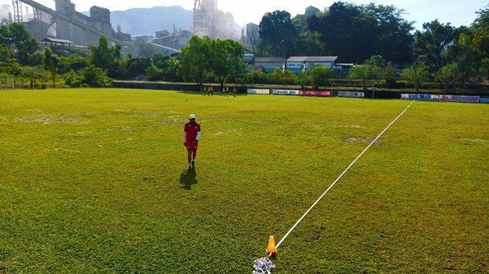 Pelatih Semen Padang FC Beberkan Beda Pressing dan Defending dalam Sepak Bola