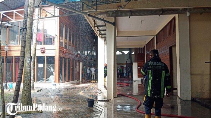 Kebakaran di Gedung Serba Guna HBT Padang, Api Diduga Berasal dari Lantai 3