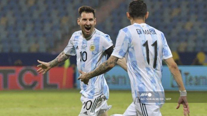 Pemain Argentina Lionel Messi (kiri) merayakan dengan Angel Di Maria dari Argentina setelah mencetak gol ke gawang Ekuador selama pertandingan perempat final turnamen sepak bola Copa America Conmebol 2021 di Stadion Olimpiade di Goiania, Brasil, pada 3 Juli 2021.