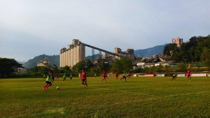 PR Pelatih Semen Padang FC, Ciptakan Komunikasi yang Baik Antar Pemain Agar Taktik Berjalan Maksimal