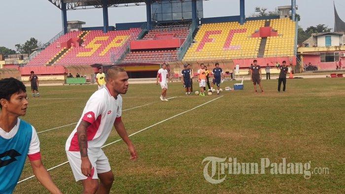 Vendry Mofu Dipastikan Absen Bela Semen Padang FC Kontra Arema FC