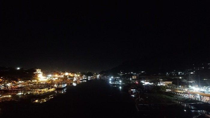 Menikmati Indahnya Suasana Malam Kota Padang dari Atas Jembatan Siti Nurbaya