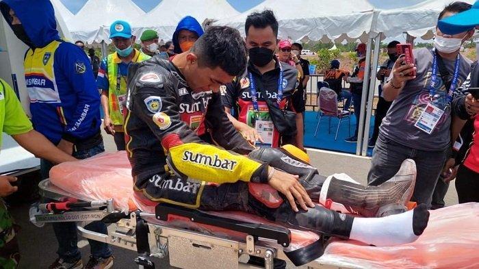 Pembalap Sumbar Terjatuh saat Lomba Motor Modifikasi Beregu, Renggi Lukmana Dijemput Tim Kesehatan