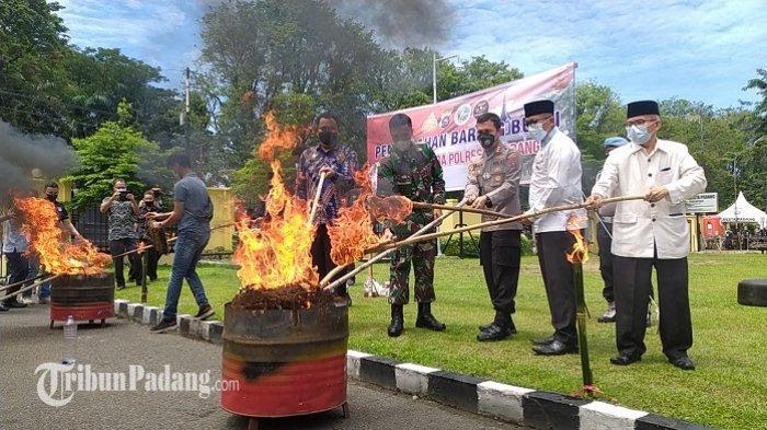 Polresta Padang Musnahkan Zat Terlarang, yang Racuni Generasi Muda: Wali Kota Ucapkan Terima Kasih