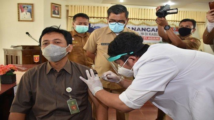 Pemkab Agam terima 2.600 Dosis Vaksin Covid-19 untuk 1.292 Nakes, Ketua PN Penerima Vaksin Pertama