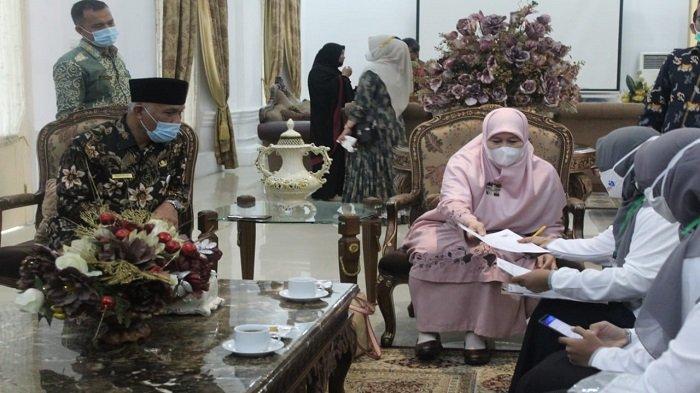 Gubernur Mahyeldi dan Istri Awali Pendataan Keluarga Serentak 2021, Dikunjungi Petugas BKKBN Sumbar