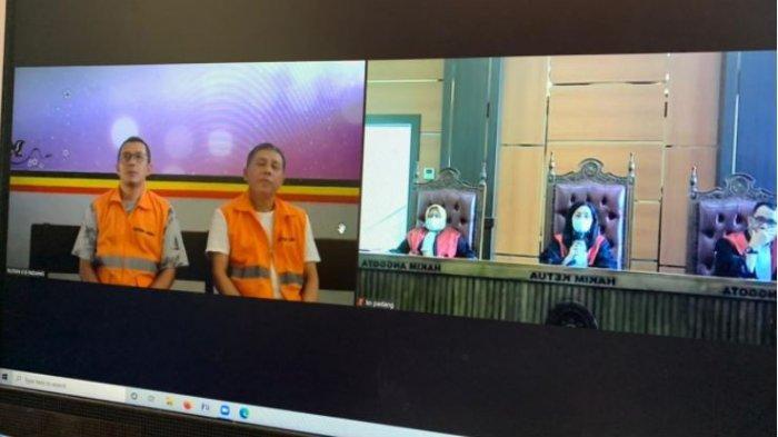 Pengadilan Negeri Padang menggelar sidang tuntutan dengan terdakwa Delfi Andri (kiri) dan Eko Posko Malla Asyikar (kanan) dalam perkara penipuan dan penggelapan investasi lahan tanah seluas 765 hektare di Kota Padang, Kamis (15/7/2021)