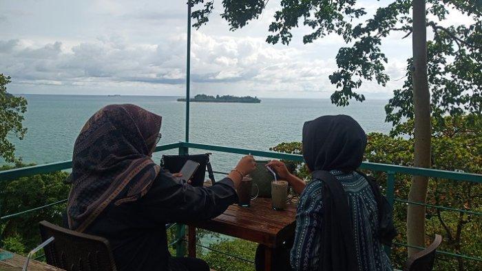 Nikmati Keindahan Alam di Kawasan Bukit Gado-gado Padang Sembari Menyantap Kuliner
