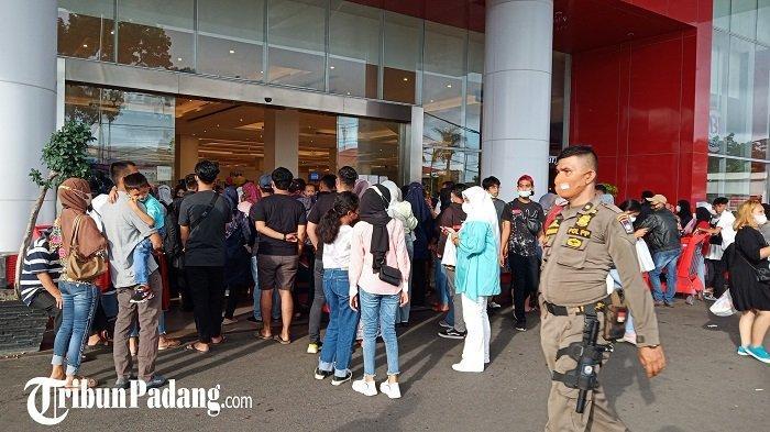 Pusat Perbelanjaan Sempat Buka Tapi Objek Wisata Tutup, Pedagang Pantai Padang Jadi Cemburu