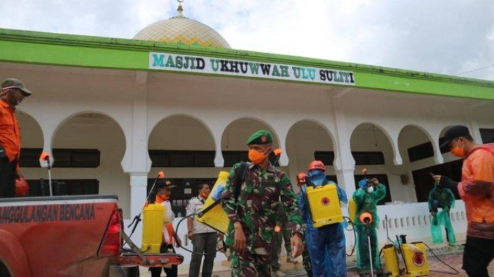 Antisipasi Penyebaran Corona, Rumah Makan hingga Masjid di Solok Selatan Disemprot Disinfektan