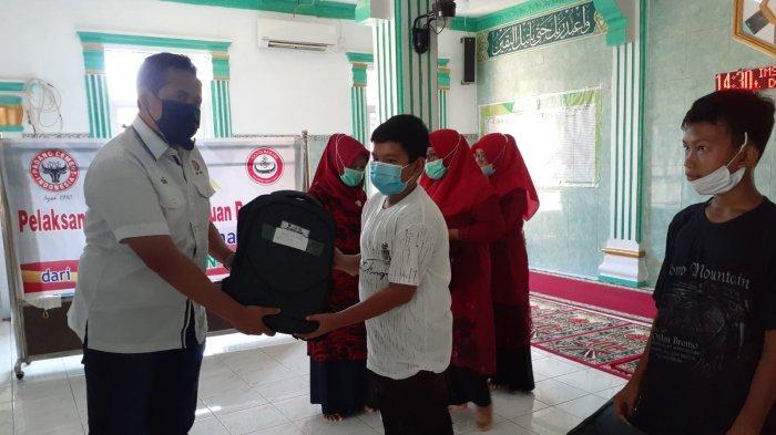 Semen Padang Salurkan Bantuan Paket Pendidikan untuk 70 Pelajar di Teluk Bayur