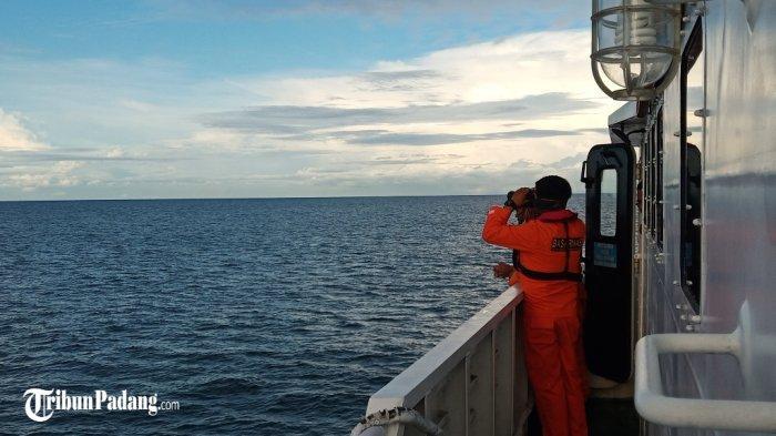 BREAKING NEWS: Perahu Berisi 14 Pemancing Terbalik di Padang, Pencarian Masih Berlangsung