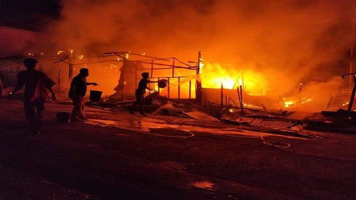 Perguruan Tinggi Ar Risalah Padang Terbakar, Hanguskan 5 Petak Kios Unit Usaha