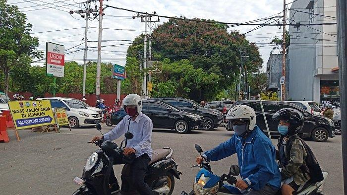 Penggantian Konstruksi Jembatan di Pertigaan Jalan Sawahan Kota Padang, Bikin Macet