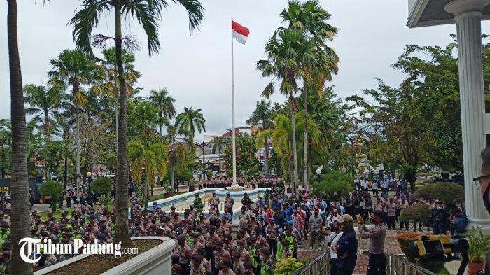 Ada Demo UU Cipta Kerja di Gedung DPRD Sumatera Barat SiangIni,Polda Sumbar Turunkan 950 Petugas