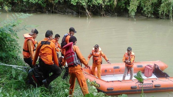 Update Pencarian Warga Sijunjung, Tim SAR Gabungan Sisir Kiri dan Kanan Sungai Sejauh 3 Kilometer
