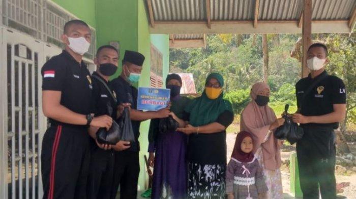Warga Binaan Rutan Kelas IIB Padang Salat Idul Adha di Musalla dan Masak Daging Kurban Bersama