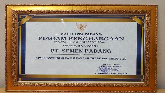 Semen Padang Raih Penghargaan Kontribusi Pajak Daerah Terbesar 2020 dari Pemko