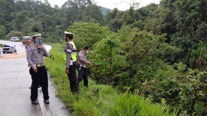 Satu Mini Bus Terjun ke Jurang Jalan Padang-Solok, Penumpang dan Sopir Terluka