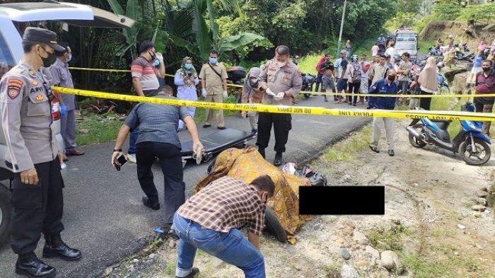 Rekonstruksi Pembunuhan di Pariaman, Parang Melayang Setelah Kepala Dusun Dihina di Depan Istri