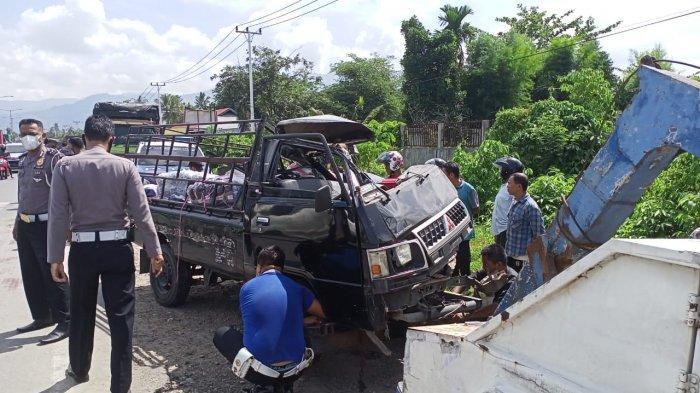 Pikap Mitsubishi L300 mengalami kecelakaan di Jalan By Pass, Kalumbuk, Kecamatan Kuranji, Kota Padang, Sumatera Barat (Sumbar), Senin (19/4/2051).