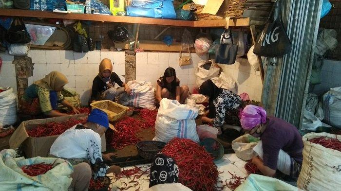 CEK Harga Cabai dan Kentang serta Sayur Mayur di Pasar Raya Padang, Jelang Ramadhan 1442 H