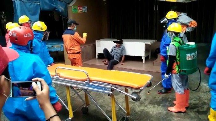 Petugas Pakai APD di Padang Batal Lakukan Evakuasi, Mendapati Lelaki yang Diduga Mabuk Miras