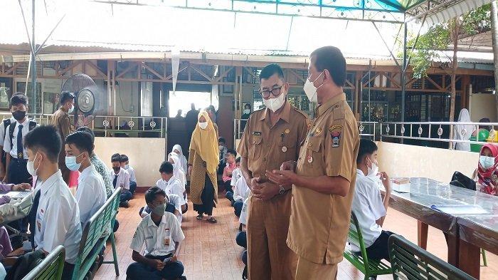 Pantau Prokes ke Sekolah di Padang, Pj Sekda Arfian: Mulai Besok, Siswa ke Sekolah Pakai Baju Bebas