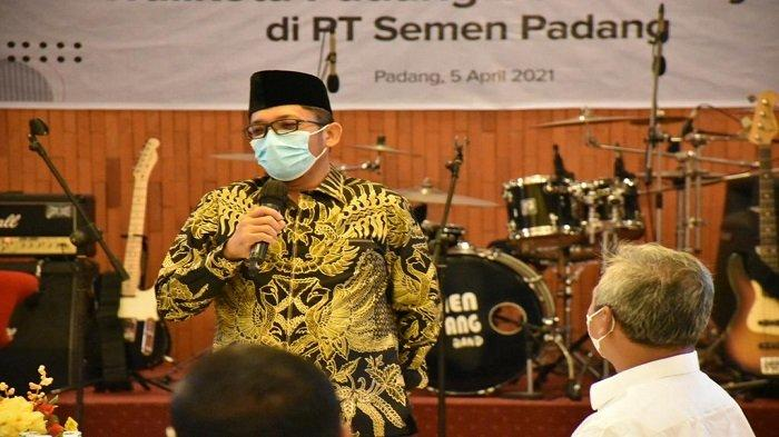 Plt.Wali Kota Padang Hendri Septa bersilahturahmi dengan manajemen PT Semen Padang di Wisma Indarung, Senin (5/4/2021). Turut hadir pada kesempatan itu Direktur Utama, Yosviandri dan Direktur Operasi Asri Mukhtar, beserta jajaran.